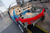 モノコック構造とフレーム構造の特徴を併せ持つという、新構造の「D-Frame」。
