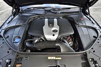 ハイブリッドシステムは2.15リッター(2142cc)の直4ディーゼルエンジンと電気モーターによって構成される。JC08モード燃費は20.7km/リッター。