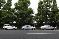 """ハイブリッドの老舗、トヨタ。最新の「プリウス」はカタログ燃費にどれだけ近づいたのか。""""FRハイブリッド""""の「クラウン」、THSIIを搭載するミニバン「シエンタ」と3台で出掛けた。(photo:市 健治)"""