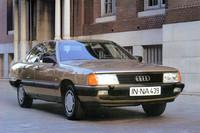 1982年にデビューした3代目。空力に優れたボディデザインが特徴とされた。