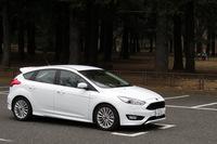 「フォード・フォーカス」には9つのスピーカーを備えたサウンドシステムと、AM/FMチューナー付きCDプレイヤーが装備されています。