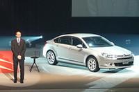 「新型C5は、五感に訴えるスタイルになった」という、プジョー・シトロエン・ジャポンのティエリー・ポアラ社長。