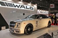 今回の出展車両中の最高価格車かもしれない「ロールス・ロイス ファントム ドロップヘッドクーペ」の、「WALD BLACK BISON EDITION」。ホイールは24インチで、エアロパーツの価格だけでおよそ250万円。