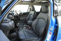 シートはオプションも含めて6種類の中から選択可能。テスト車には表皮にパンチングが施された、ブラックのレザーシートが装備されていた。