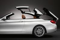 「BMW 4シリーズ カブリオレ」のルーフは、ほろ式ではないハードトップ。3ピースに分割して収納される。18km/h以下の速度であれば、走行中でも開閉可能。 (写真=BMW)