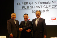 写真左から、GTアソシエイションの坂東正明代表取締役、日本レースプロモーションの中嶋悟会長、そして富士スピードウェイの加藤裕明社長。特別開催となるスプリントレースは、「レース形態の新たな提案であり、モータースポーツファンに対する感謝の表明」とのこと。