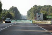 この先を真っすぐ行くとミュルザンヌ村、右に折れればアルナージ村方面。(コース図内④)