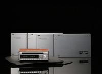 単品販売はなくセットで販売される。デッキ+アンプ2台のセットは36万7500円。