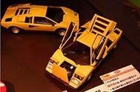 京商の1/18ダイキャスト製ランボルギーニ・カウンタックLP400。ほかにもイオタ、デイトナ、BBなどスーパーカー世代にはたまらないラインナップが揃っていた。
