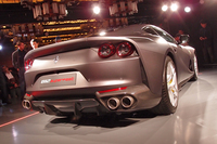 リアビュー。先代モデルにあたる「F12ベルリネッタ」とは異なる、4灯式のリアランプが与えられる。