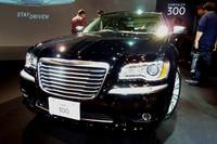 クライスラー、新型の高級セダン「300」を発売の画像