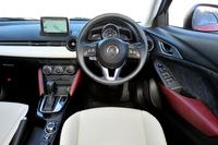 ドライバーが運転に集中できる空間であることに加え、上質感の表現がインテリアのテーマ。ドライバーのアイポイント高は「デミオ」より50mm高い約1250mm。