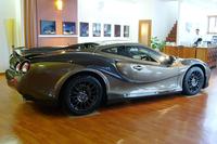 ボディカラーは、「ブロンズゴールド」にガラスビーズパウダーを仕込んだ特別色。車体、パーツとも市販化を視野に入れているという。