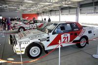 ピットビル屋上に展示された、「セリカ」および「カローラ」の歴代WRCマシンとパリダカ仕様の「ランドクルーザー」。