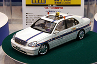 アオシマの1/24セルシオ個人タクシー。行灯やタクシーメーターはもちろん、レースのシートカバーまで再現されている。車高調整も可能。2310円で10月下旬発売予定。