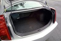 トランクは、開口部が95cm、最大幅120cm、高さ47cm、奥行きは110cm。写真ではわかりにくいが、後席はフォールディング可能で、最大奥行きが190cmとなる
