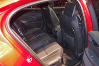 エントリーモデル「ピュア」を除き、後席にもシートヒーターがオプション設定される。