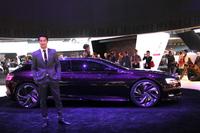 2012年北京ショーで発表されたシトロエンのコンセプトカー「Numero 9(ニュメロ・ヌフ)」。ドゥブル・シェブロンの新世代フラッグシップは、成長する中国市場を意識している。(写真は同年のパリモーターショー)