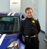 発表会場には、ルノーのワークスドライバーとして名をはせたジャン・ラニョッティ氏(写真)も姿を見せ、ゴルディーニ氏との交流や、ラリーのエピソードを紹介した。「いまのルノースポールは、昔のクルマと違って安心してトバせますね」と、ニッコリ。