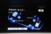 ハイブリッドの4WD車ではリアにもモーターを搭載。通常は前輪駆動で走行し、全開加速時や前輪のスリップ時には、四駆状態に切り替えることで安定性を確保する。