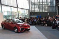 ホンダの発表の翌日、トヨタはFCVの「ミライ」を日本科学未来館で発表した。(写真=webCG)