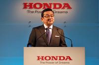 記者会見に臨む、本田技研工業の八郷隆弘代表取締役社長。