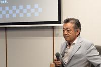 「ホンダR272」にまつわる思い出を語る森脇基恭氏。