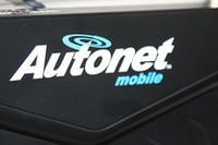 Autonet Mobile社のルーターを使う。費用は、取り付け費を含む初期費用が450ドル(約4万7000円)、月額29ドル(約3,100円)