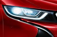 「BMW i8」に真っ赤なボディーの特別限定車の画像