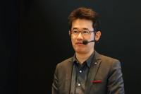「CX-3」のデザインを取りまとめたチーフデザイナーの松田陽一さん。