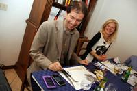 わが家にやってきたイタリア人医師夫妻。食事中もiPhoneでオークションサイトの動向をチェック。