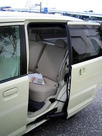 """第284回:ますます""""雑貨化""""するクルマたちライバルはMUJI?の三菱eKワゴン(小沢コージ)の画像"""