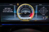 レースモードとESPカットオフ、およびMモードを選択すれば、駆動力配分が0:100で固定される「ドリフトモード」を設定できる。