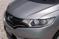 LEDヘッドライト装着車のフロントまわり。