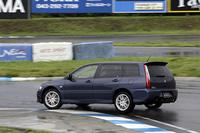 タイヤはセダンGTに装着されるのと同じモデル。耐摩耗性やウェット性能を重視したヨコハマアドバンA046Dを履く。