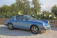 初代「911タルガ」のプロトタイプが発表されたのは1965年。初期型ではリアウィンドウも取り外し可能な透明ビニール製とされた。写真の車両はガラスになってからの1970年モデル。