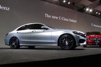 優れた空力性能がうたわれる新型「メルセデス・ベンツCクラス」。そのボディーパネルの大半にはアルミニウムが用いられ、車重の軽量化が図られている。