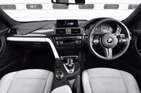 室内のデザインは、基本的に「3シリーズ/4シリーズ」と同じ。センターコンソールは、ご覧のようにドライバー側にオフセットされた形状となっている。