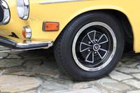タイヤサイズは165SR15。テスト車にはミシュランがクラシックカー向けに生産している「XZX」が装着されていた。