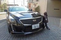 息子はCTS-Vをひと目見て「スーパーカーだ!」と興奮気味。