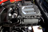 スーパーチャージャー付きの6.2リッターV8 OHVエンジンは、659ps/6400rpm、89.8kgm/3600rpmを発生する。