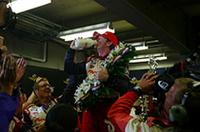 勝者はシャンパンではなく、ミルクを飲むのがしきたり。(写真=本田技研工業)