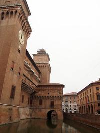 フェラーラはユネスコの文化遺産に指定されている。これは14世紀にその歴史をさかのぼるエステンセ城。