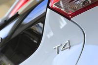 「V40 T4 SE」の2015年モデルの見どころは安全運転支援機能のさらなる充実。また、快適性重視のサスペンション設定に変更された。