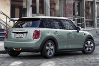 レトロモダンな限定車 「MINIアイスブルー」登場の画像