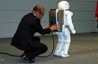 【Movie】人間に一歩近づいた、新型「ASIMO」が動く!
