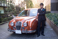 光岡自動車のデザイナー青木孝憲氏。