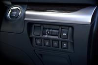 運転席の右側前方には、トランクの開閉ボタンや運転支援システムのオン/オフスイッチが置かれる。