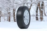 開発テーマは「SUVに、飛躍の氷上性能を」。発売サイズは235/55R18 100Q~175/80R15 90Qの24サイズ。価格はオープンプライス。
