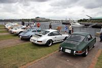 1964年から73年まで作られた「911」の、通称「ナロー」の一団。右端の66年型は、新車の状態に忠実なフルレストアを施したばかりという。